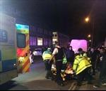 Ô tô tại Anh lao vào người đi bộ bên ngoài một thánh đường Hồi giáo