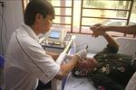 Bác sỹ Việt Nam mổ mắt miễn phí cho bệnh nhân nghèo Campuchia