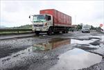 Mưa lớn, Quốc lộ 1 đoạn qua Phú Yên chằng chịt 'ổ gà'