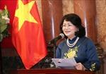 Phó Chủ tịch nước Đặng Thị Ngọc Thịnh đánh trống khai mạc Lễ hội Xuân hồng lần thứ XII