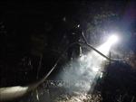 Trong đêm, hàng trăm người 'chiến đấu' với 'giặc lửa' trên núi Quyết, Nghệ An