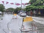 Mưa lớn kéo dài trong đêm gây ngập nặng nhiều tuyến phố