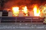 Tàu điện bốc cháy ngùn ngụt, hàng trăm hành khách hoảng loạn lo thoát thân