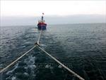 Tàu cá bị chìm ở cảng Lạch Vạn khi lai dắt vào bờ