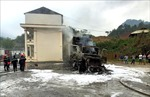 Xe container chở 13 tấn thanh long bốc cháy, thiệt hại khoảng 2,5 tỷ đồng