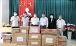 Báo Nhân Dân tặng vật tư y tế chống dịch COVID-19 trên tuyến biên giới Tây Ninh