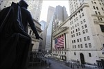Sàn giao dịch chứng khoán New York mở cửa trở lại sau 2 tháng đóng cửa