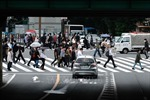 Nhật Bản tăng gấp đôi gói hỗ trợ kinh tế khẩn cấp lên khoảng 1,86 nghìn tỷ USD