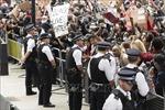 Cảnh sát Anh đụng độ với hàng nghìn người biểu tình chống phân biệt chủng tộc