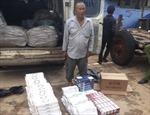 Phát hiện một xe khách chở 2.700 gói thuốc lá nhập lậu
