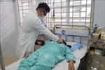 Phẫu thuật lấy ống nhựa trong cơ thể 4 năm, sỏi bám to như quả trứng gà