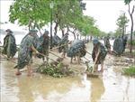 Lực lượng vũ trang hỗ trợ người dân Thừa Thiên - Huế khắc phục hậu quả lũ lụt