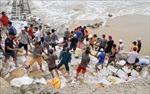 Thừa Thiên - Huếkhẩn trương gia cố kè chắn sóng, kêu gọi tàu thuyền về nơi trú ẩn