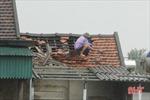 Hà Tĩnh: Lốc xoáy làm hàng chục nhà dân bị tốc mái