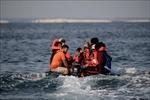 Cứu 45 người di cư gặp nạn ở eo biển Manche