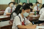 Học sinh TP Hồ Chí Minh trở lại trường học sau thời gian nghỉ phòng dịch COVID-19