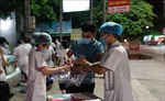 Xuyên đêm lấy mẫu xét nghiệm 6.000 trường hợp F1 ở Diễn Châu, Nghệ An