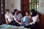 Vùng Cảnh sát biển 1 tặng quà các gia đình chính sách