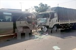 Một phụ nữ chết cháy khi xe khách va xe container ở đường vành đai 3 Hà Nội