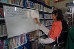 Ngồi xe lăn, viết chữ bằng chân dạy học trò