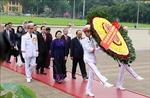 Kỳ họp thứ 7 Quốc hội khóa XIV: Các đại biểu vào Lăng viếng Chủ tịch Hồ Chí Minh