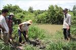 Bến Tre: Không chịu nổi ô nhiễm kéo dài, người dân đào ống xả thải của trại vịt