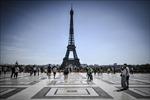 Tháp Eiffel mở cửa trở lại sau phong tỏa do đe dọa đánh bom