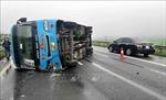 Xe khách bị lật trên cao tốc Nội Bài - Lào Cai