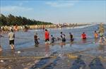Tìm thấy thi thể cuối cùng trong vụ 3 nữ sinh bị sóng biển cuốn mất tích tại Nam Định