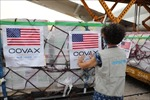 Cận cảnh 1,5 triệu liều vaccine Moderna vừa về đến Việt Nam