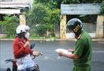 Đóng cửa chợ tự phát và phát phiếu đi chợ cho người dân Buôn Ma Thuột