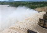 Nước từ thượng nguồn về lớn, thủy điện Sông Ba Hạ tăng lưu lượng điều tiết qua tràn