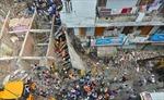 Tòa nhà 3 tầng bất ngờ đổ sập, ít nhất 2 trẻ em thiệt mạng