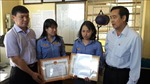 Chủ tịch UBND tỉnh Đồng Nai khen thưởng đột xuất hai nữ nhân viên gác chắn