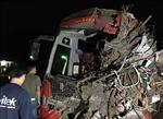 Xe khách giường nằm va chạm xe tải trong đêm, 34 người thương vong