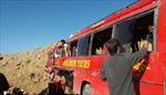 Xe buýt rơi xuống vực do đâm phải tảng đá, ít nhất 26 người thiệt mạng