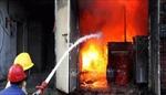 Cứu 4 người trong vụ cháy nhà dân tại phường Tân Mai (Hoàng Mai)