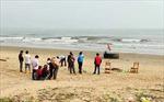 Khẩn trương tìm kiếm 2 học sinh ở Hà Tĩnh bị sóng biển cuốn trôi