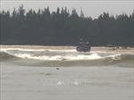 Kịp thời cứu nạn 11 ngư dân cùng tàu cá bị mắc cạn trên biển