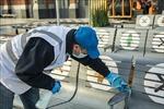 WHO: Dùng giẻ lau bề mặt thay vì phun khử trùng phòng ngừa virus SARS-CoV-2