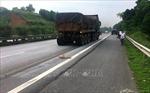 Bị xe đầu kéo đâm tử vong sau khi văng ra khỏi xe bán tải trên cao tốc Nội Bài - Lào Cai