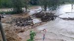Một người đi rừng bị nước lũ cuốn trôi mất tích