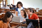 Tăng trách nhiệm giáo viên khi sử dụng sách giáo khoa mới