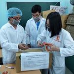Đại học Bách khoa Hà Nội phát khẩu trang, nước sát khuẩn miễn phí đón sinh viên