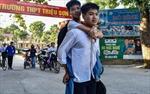 Nam sinh Thanh Hoá cõng bạn 10 năm hài lòng với kết quả đỗ vào ĐH Y Dược Thái Bình