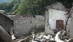 Cây cổ thụ mục gốc, đổ sập xuống khu nhà trọ