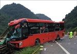Hỗ trợ các nạn nhân vụ xe khách đâm xe tải ở Hòa Bình