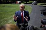 Tổng thống Donald Trump đảo ngược tuyên bố xem xét cắt giảm thuế để kích thích kinh tế