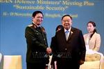 Bộ trưởng Quốc phòng Ngô Xuân Lịch gặp Phó Thủ tướng Thái Lan và Bộ trưởng Quốc phòng Indonesia