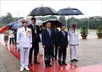 Chủ tịch Hạ viện Cộng hòa Kazakhstan vào Lăng viếng Chủ tịch Hồ Chí Minh